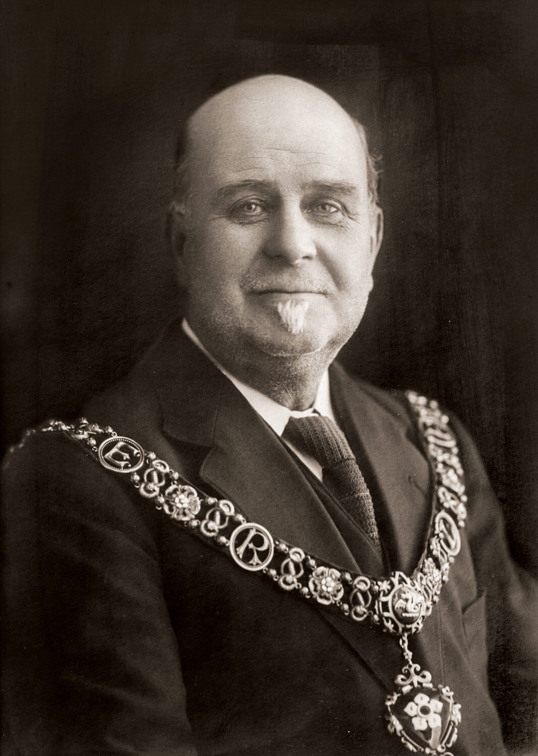 Amos Sherriff wearing the Lord Mayor chain in 1922 -