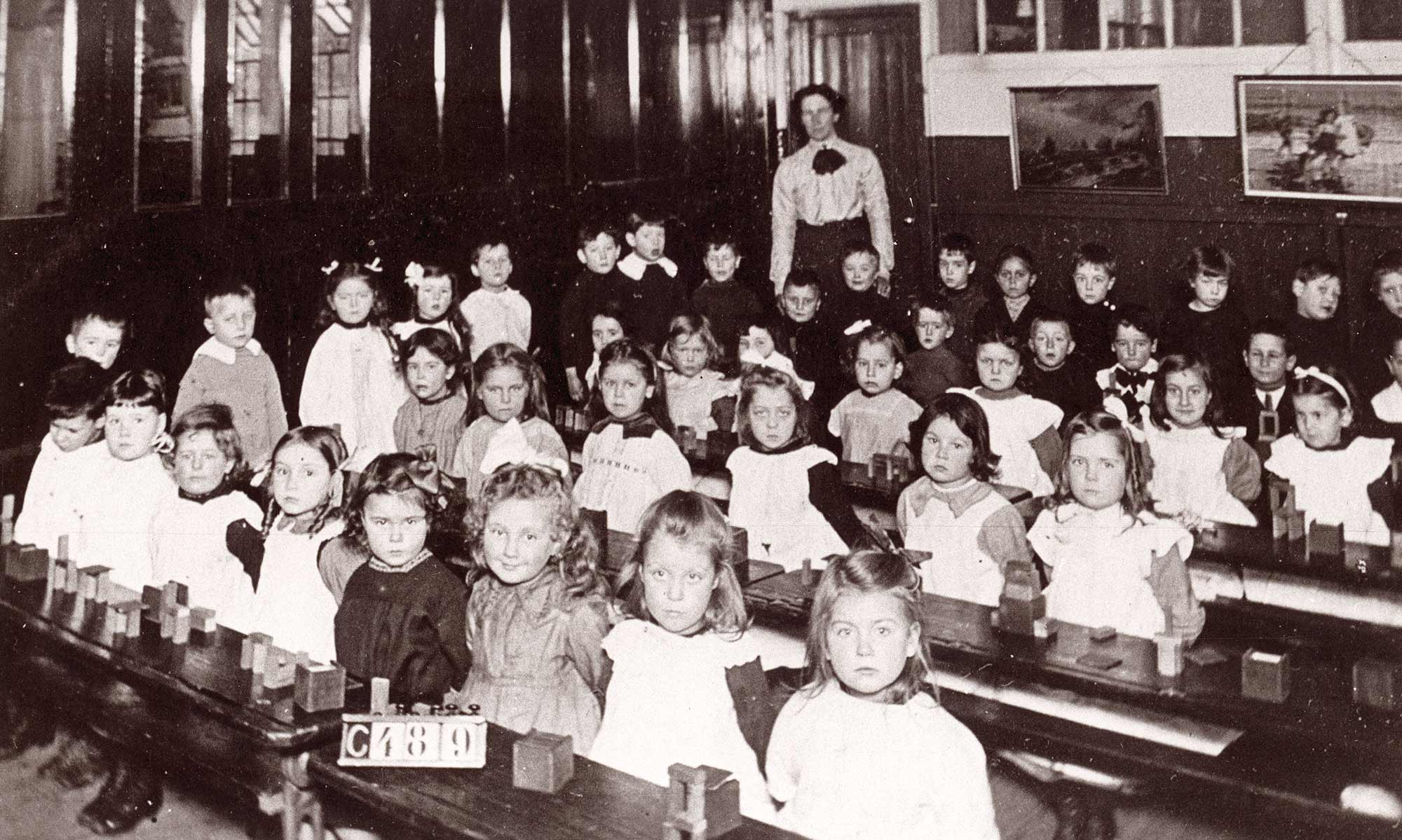Schoolchildren at St. Mark's School c.1915 - Leicester and Leicestershire Record Office