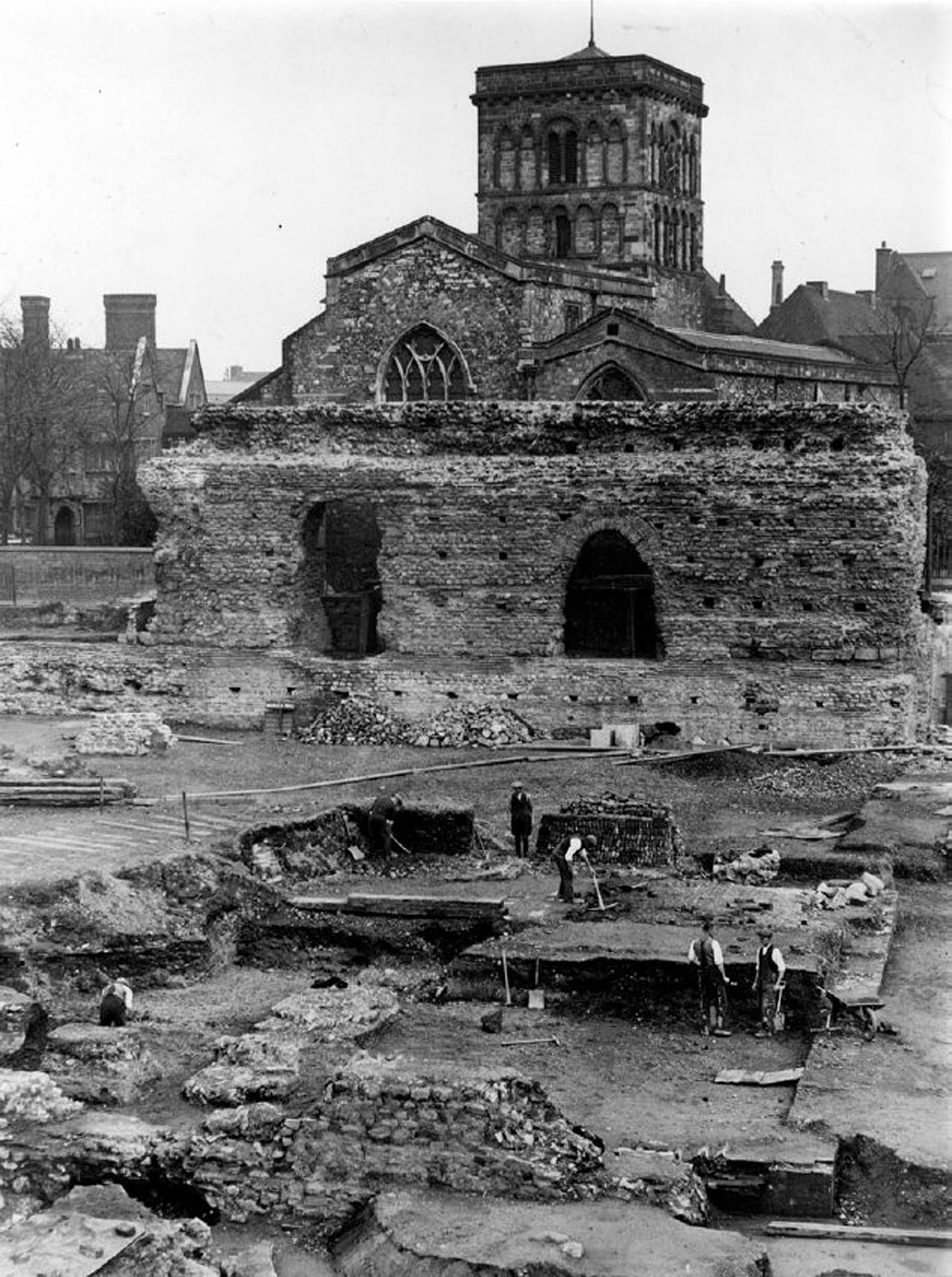 The excavation of the Jewry Wall Roman baths in the late 1930s -