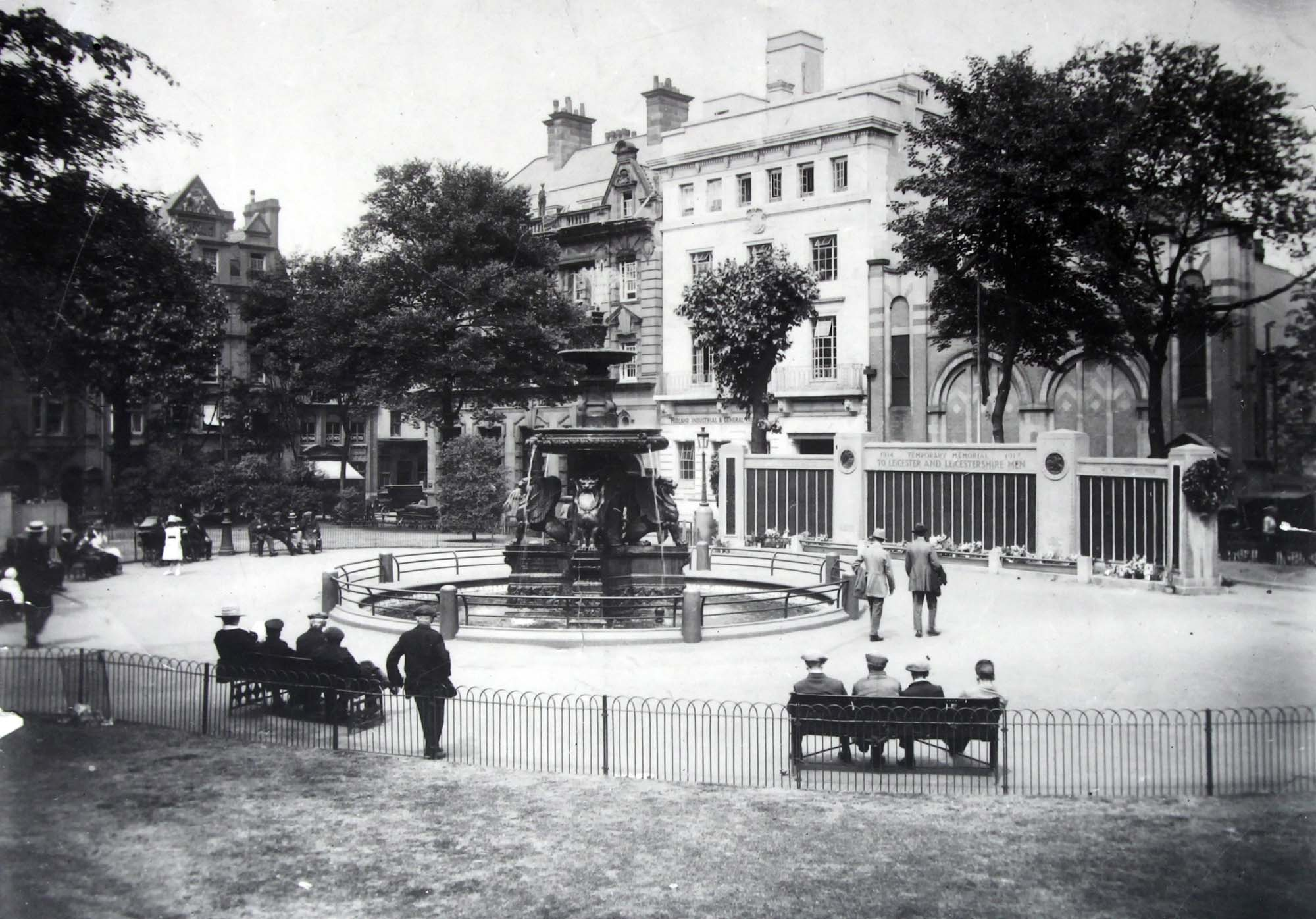 The temporary war memorial in Town Hall Square - Leicestershire Record Office