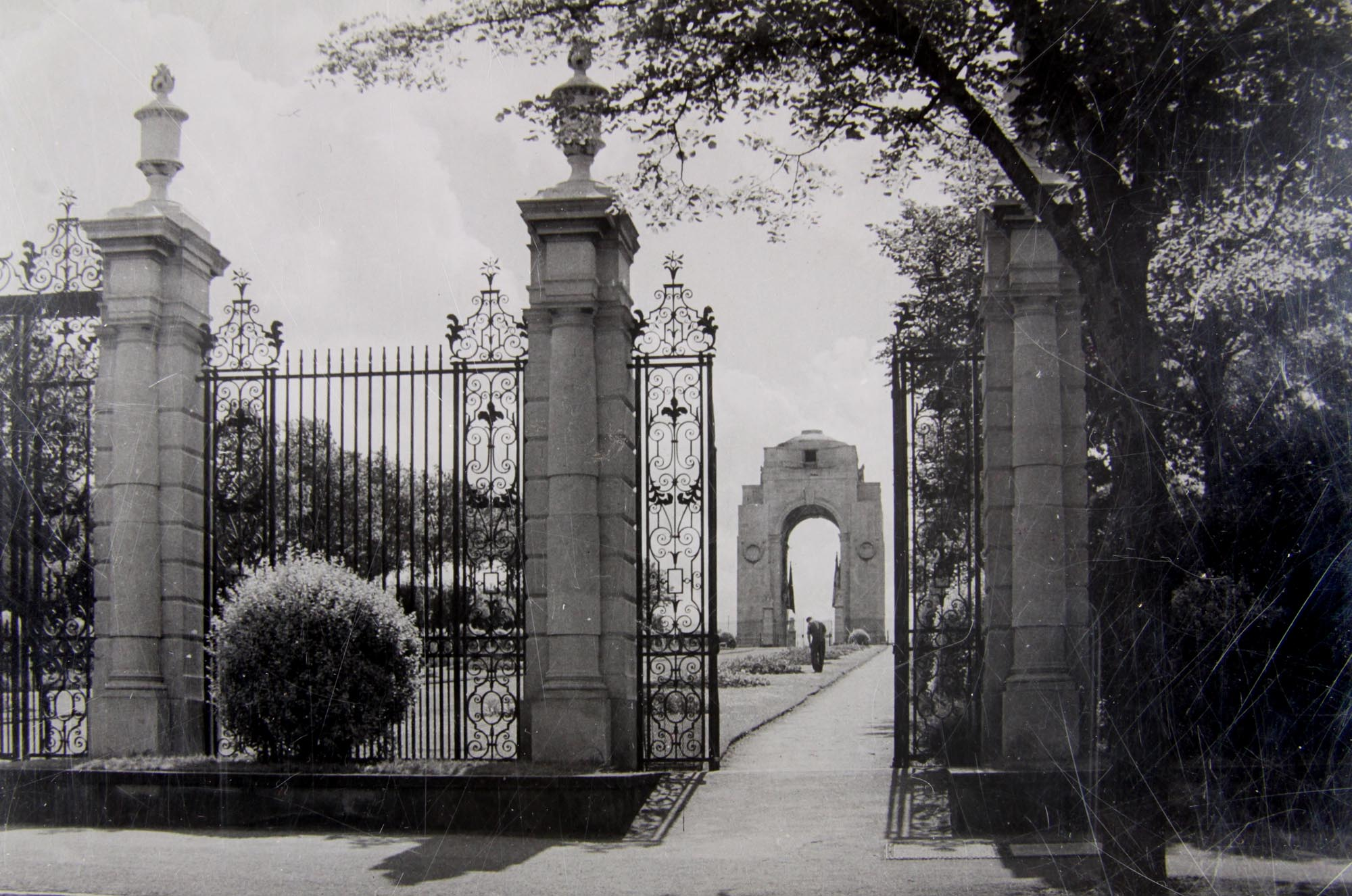 A view along Peace Walk to the Arch of Remembrance, circa 1950s -