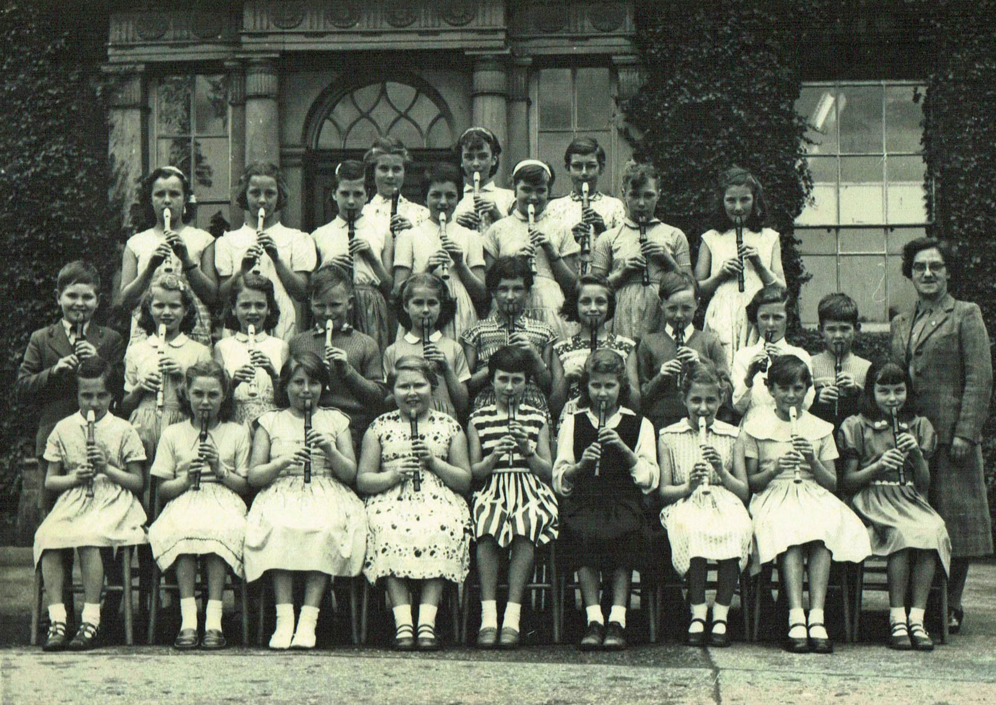 Miss Hartley's Recorder Class in 1954 - Braunstone History Group